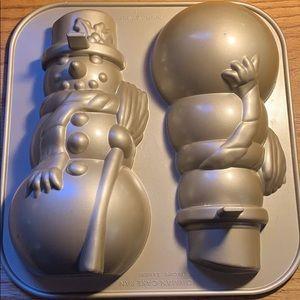 Nordic Ware Snowman Cake Pan EUC Christmas Holiday